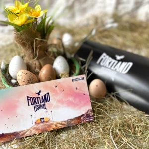 Osteraktion: Fortland Festival HardTicket (Full Weekend) + Merchandise Paket inkl. Geschenkbox
